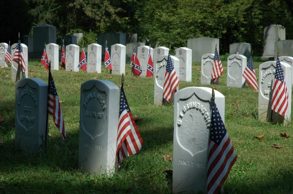 Civil War soldiers, Union and Confederate, are buried in Harrisburg Cemetery.