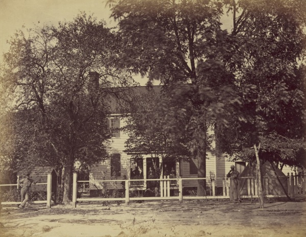 The Aiken House on the Weldon Railroad, a photo by Timothy Gardiner (Library of Congress).
